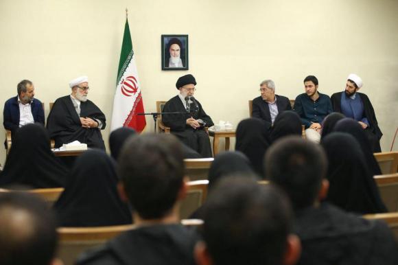 دیدار امروز نخبگان و دانشجویان بسیجی مدالآور دانشگاه شریف با رهبرانقلاب